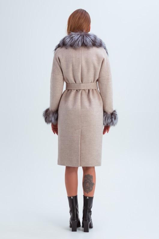 Пальто с мехом на рукавах «Уитни» бежевое