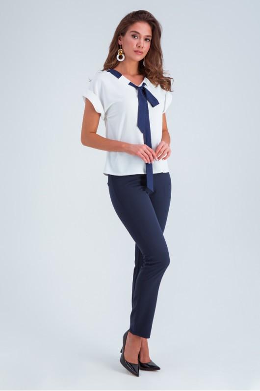 Модная блузка с синим галстуком «Селена» белая