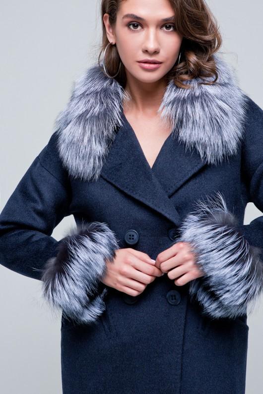 Пальто с мехом на рукавах «Уитни» темно-синее